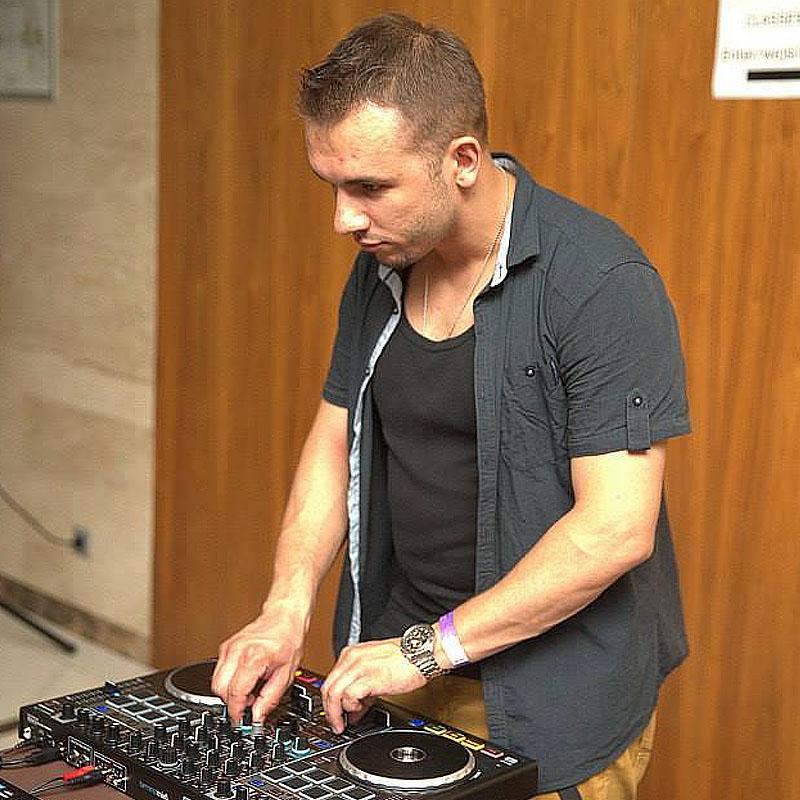 DJ Quiero